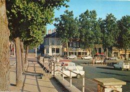 Saint Florent      La Place   Edit Combier  No 207.2 - Saint-Florent-sur-Cher