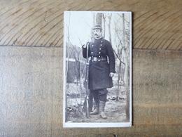 CDV Ou AUTRE - SOLDAT MILITAIRE AVEC SON FUSIL VERS 1880 - PHOTOS MILITARIA - Photos