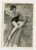 Femme Woman Pin-up Swimsuit Maillot Plage Beach Plongée Matelas Gonflable Inflatable Jambe Legs - Personnes Anonymes