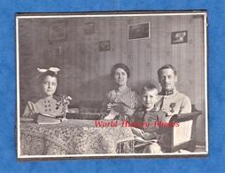 Photo Ancienne - NEUCHATEL - Portrait De Famille D'un Officier Du 162e Régiment - 1917 - Poilu Femme Enfant Garçon Fille - Guerre, Militaire
