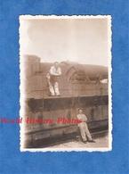 Photo Ancienne - Gare à Situer - Canon Sur Rail à Identifier - RALVF Artillerie Lourde Sur Voie Ferrée - Soldat - Guerre, Militaire