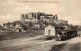 Grignan  26   Le Chateau Vue Du Midi-et Le Tramway En Gare Et Quai Animé - Grignan