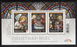 Canada 2011 MNH Sc 2490 Souvenir Sheet Of 3 Christmas Stained Glass Windows - 1952-.... Règne D'Elizabeth II