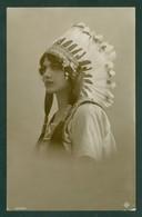 Fille Indienne Avec Son Chapeau / Indian Girl With Feather Hat. Carte Photo Post Card (5785) - Non Classés