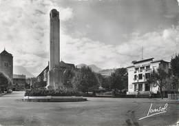 """/ CPSM FRANCE 73 """"Saint Jean De Maurienne, La Cathédrale, Le Monument Aux Morts Et Le Théatre Principal"""" - Saint Jean De Maurienne"""