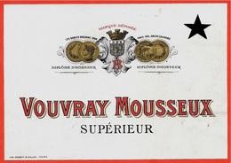 Etiquette De Vin VOUVRAY MOUSSEUX Supérieur AB * Blason De Tours 37 Touraine - Etiquettes