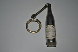 Rare Vintage Porte-clefs Années 50-60 Vin Des Rochers - Porte-clefs