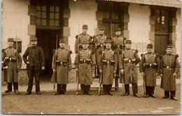 23 LA COURTINE - CARTE PHOTO - Groupe De Militaires - 1875-1882 Royaume: Alphonse XII