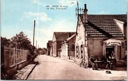 28 HOUX - La Rue Principale. - France