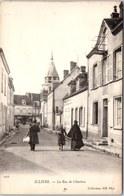 28 ILLIERS - La Rue De Chartres. - Illiers-Combray