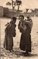 SCENES ET TYPES - UN BRIN DE CAUSETTE - Maroc