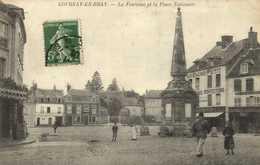 GOURNAY EN BRAY  La Fontaine Et La Place Nationale Commerces Facteur RV - Gournay-en-Bray