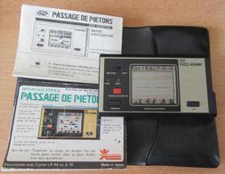 Game & Watch - Jeu-vidéo Cross Highway (Passage De Piétons) Bandai Electronics Avec Pochette Et Notices ! Piles Fournies - Consoles