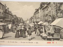 C.P.A.- Gisors (27) - La Grande Rue - Un Jour De Marché - Maison Raymond - 1910 - SUP (BE86) - Gisors