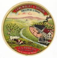 Etiquette De Fromage Petit Camembert D'origine Vallée De L'Orne J. LAVALOU Sérans Par Ecouché Orne - Quesos