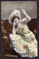 FEMME - CP - Jeune Femme Fumant Une Cigarette - Non Circulé - Not Circulated - Nicht Gelaufen. - Femmes