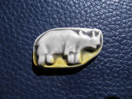 Fève Rhinocéros En Céramique  Série Ancienne Rois Safari Année 1991 Fabricant Prime  - Fève - Rare - Sports