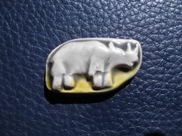 Fève Rhinocéros En Céramique  Série Ancienne Rois Safari Année 1991 Fabricant Prime  - Fève - Rare - Pays