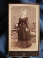 Photo CDV Duburguet à Niort - Jeune Femme En Pied, Coiffe Régionale, Vers 1885 L440 - Anciennes (Av. 1900)