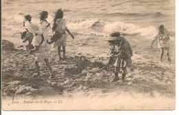 L35B550 - Enfants Sur La Plage - LL N°5012 - Gruppen Von Kindern Und Familien