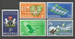NIGERIA YVERT NUM. 114/118 ** SERIE COMPLETA SIN FIJASELLOS - Nigeria (1961-...)