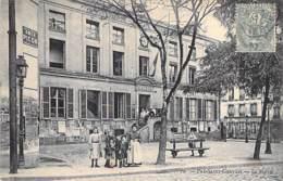 93 - PRE SAINT GERVAIS : La Mairie ( Bonne Animation ) - CPA - Seine St Denis - France