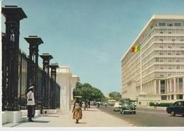 C.P. - PHOTO - RÉPUBLIQUE DU SÉNÉGAL - DAKAR - LE BUILDING DES SERVICES ADMINISTRATIFS DE LA RÉPUBLIQUE - HOA QUI - 3256 - Sénégal