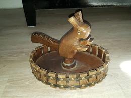 Ancien Grand Casse Noix / Noisettes / Nutcracker En Bois Sculpté à La Main - Zoomorphe, Écureuil - Art Populaire? - Arte Popolare