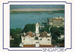 1 AK Singapur * Singapore's Victoria Memorial Hall With Singapore's Busy Harbour In The Backround * - Singapour