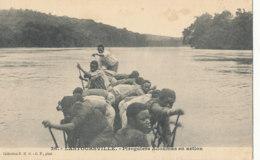 AN 83   / C P A    AFRIQUE-  GABON -  LASTOURSVILLE   PIROGUIERS  ADOUMAS EN ACTION - Gabon
