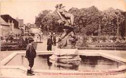 """10 - TROYES - Square De La Préfecture Et Statue """"Le Rapt"""" Par Suchelet - Troyes"""