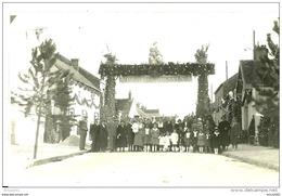 A Identifier. Cpa Photo D'un Rassemblement D'habitants à Evry Petit Bourg (91)autour D'un Portique  De Bienvenue. - Cartes Postales