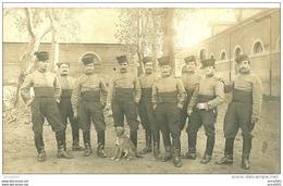 A Identifier. Cpa Photo D'un Groupe De Militaires Du 1er Régiment Chasseurs D'Afrique D'Alger. - Cartes Postales