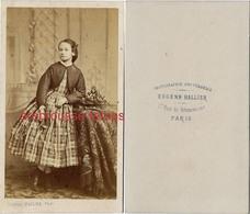 Belle CDV -jolie Jeune Fille-mode Second Empire-photo Eugène Hallier Rue De Grammont à Paris - Photos