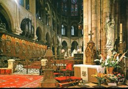 75 - Paris - La Cathédrale Notre Dame : Le Choeur Et, à Droite, La Statue Notre Dame De Paris - Notre Dame De Paris