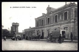 CP 4- CPA GARE DE FRANCE- FONTENAY-LE-COMTE (85)- LA GARE GROS PLAN- CAMION-BUS DEVANT- ATTELAGES- ANIMATION-SILOS - Fontenay Le Comte