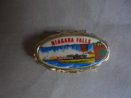 Vintage - Petite Boite Pilulier Souvenir Des Chutes Du Niagara - Obj. 'Remember Of'