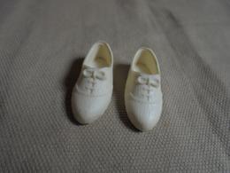 Ancienne Paire De Chaussures Poupée Mannequin Barbie Années 70 - Poupées