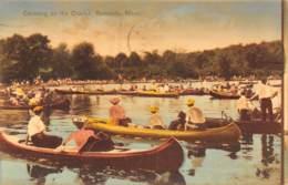 RIVERSIDE - Mass. - Canoeing On The Charles - Etats-Unis