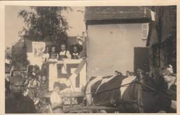 Photocarte , Cortège , Défilé D'alsaciennes , Croix Gammée Allemande - Non Classés