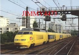 CPM - TGV Postal Rame 951 Passe à Vert-de-Maisons (94) Août 2009 - Photo Nicolas LELARGE - Edit. ACACF - Trains