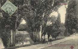 Paris Buttes Chaumont (XIXe) Le Tour Du Lac Attention Ne Bougeons Plus RV - Arrondissement: 19
