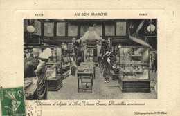 PARIS AU BON MARCHE  Vitrines D'Objets D' Art ,Vieux Saxe , Dentelles Anciennes RV - France