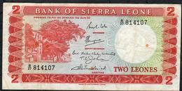 SIERRA LEONE P2c 2 LEONES 1969 #B/27 AVF Few Folds - Sierra Leona