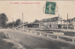 51 - REIMS - Passerelle Sur Le Canal - Reims