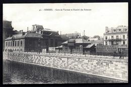 CP 4- CPA-PHOTO GARES DE FRANCE-RENNES (35)- LA GARE DE VIARMES ET LA FAC DE SCIENCES- PUB MURALE- ANIMATION - Rennes