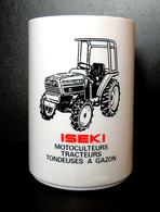 Tracteur Agricole ISEKI - Pot à Crayons/stylos Publicitaire - Noir & Rouge Sur Résine Blanche - Traktoren