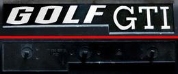 Ancien Monogramme Insigne Logo VW GOLF GTI Première Série Avec Fixations - Voitures