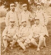 PHOTO ORIGINALE MILITARIA 1914 1918 - SIX POILUS - MOUSTACHE BARBE LUNETTES GUETRE - ZOOM 2 Scans - Guerre, Militaire