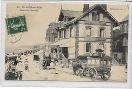 14 VILLERS-SUR-MER . Route De Trouville Animée , Diligence , Hôtel  , édit : Coll A D , écrite En 1917 , état Correct - Villers Sur Mer